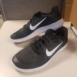 BRAND NEW Nike Free RN - Youth Sz 7 or Women's 8.5